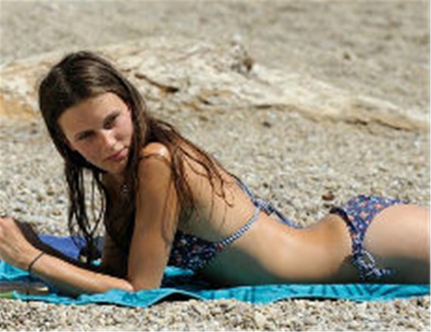 Ozon all 39 ombra della prostituta in fiore for Videos porno en las piscinas